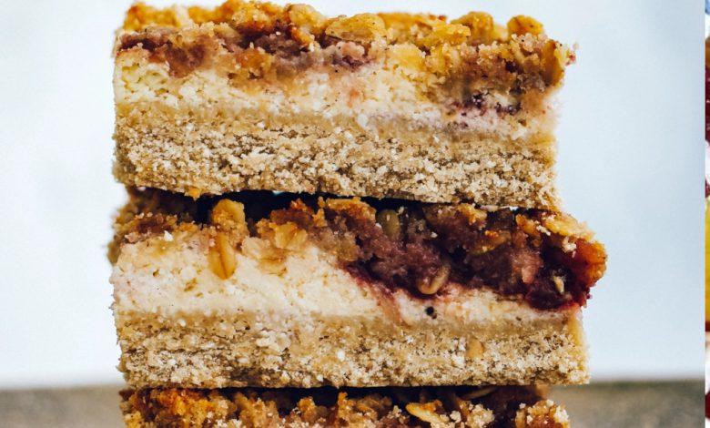 Avižinis varškės pyragas su uogiene