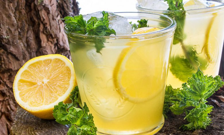 Šalta arbata su citrina ir medumi