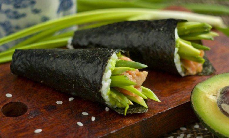 Suši su upėtakiu ir avokadu