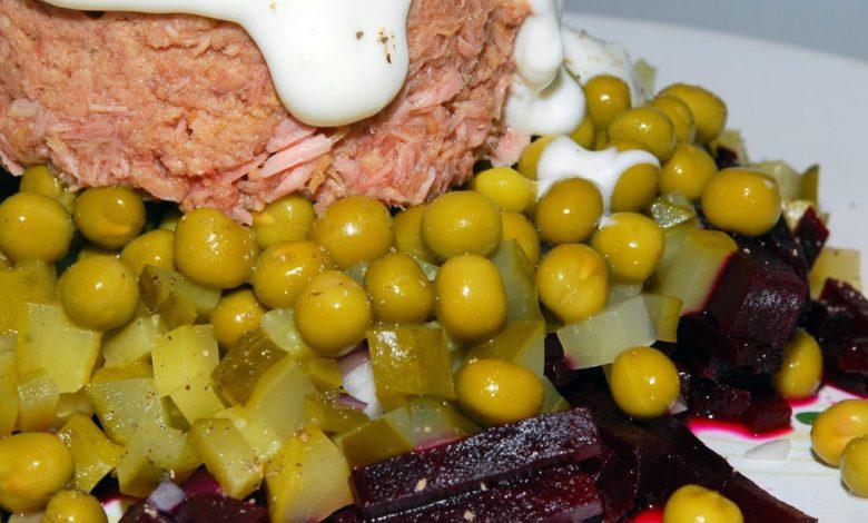 Tuno salotos su burokėliais