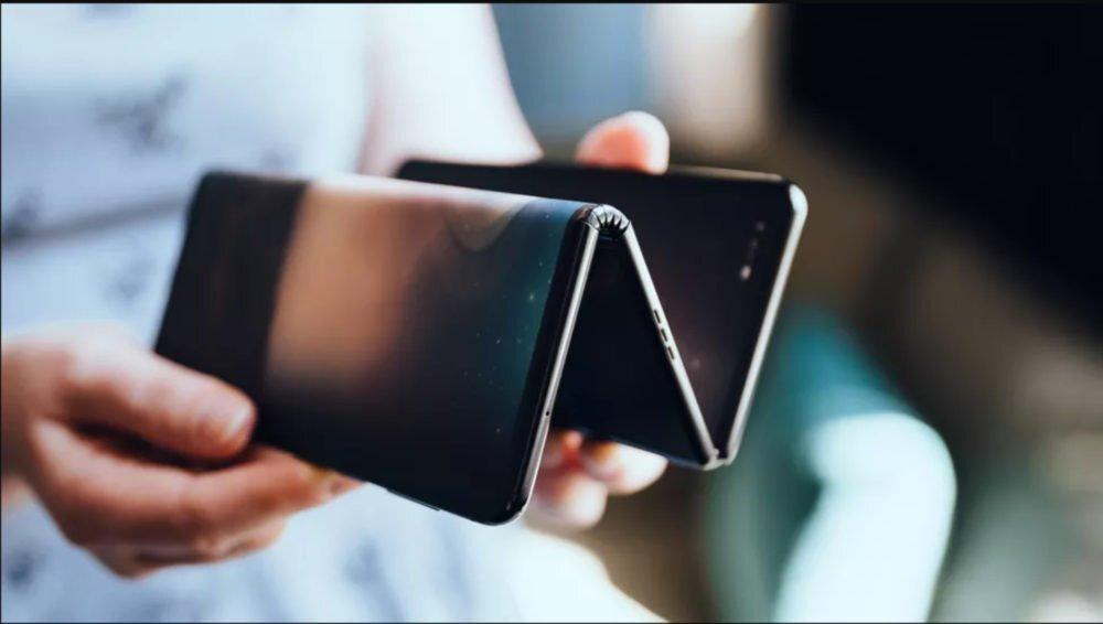 Samsung isleis plansetini kompiuteri su lanksciu ekranu