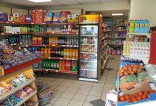 mazesniu parduotuviu darbo laikas per velykas 2021