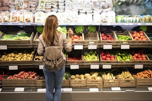 vaisiai ir darzoves parduotuvese